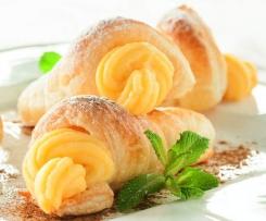 Canutillos de hojaldre con crema de melón