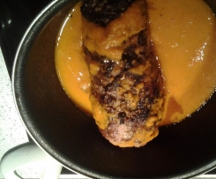 Aleta rellena de carne picada y salsa de zanahoria