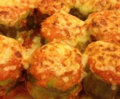 Alcachofas rellenas de puré de guisantes con salsa de tomate gratinadas