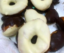 DONUTS CHOCOLATE BLANCO Y CHOCOLATE PURO CACAO