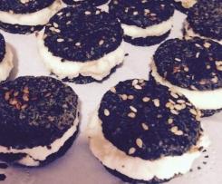 Galletas de Olivas Negras Rellenas de Queso Mascarpone y Parmesano