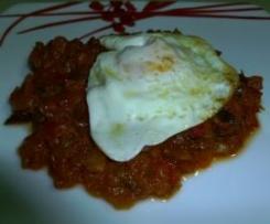 Huevos a la plancha sobre cama de pisto (sin glutem y sin lactosa)