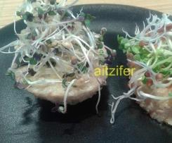 Aperitivo de pan de arroz, germinados y alga nori (vegano)