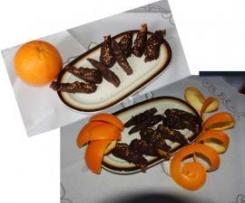 """Chuletillas"" de naranja confitada cubiertas de chocolate"