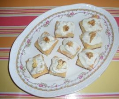 CANAPES DE ROQUEFORT CON NUECES