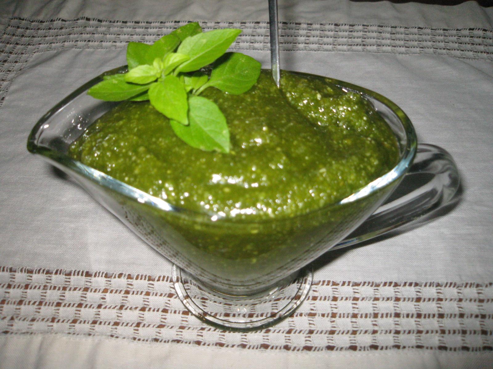 Salsa Pesto Con Almendras Por Milagros Navarro Rodrigue La Receta